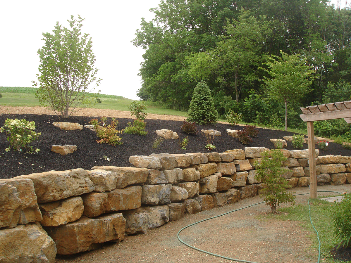 Landscaping design services hardscaping lehigh valley for Natural rock landscaping